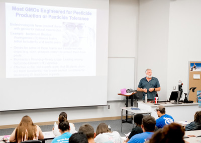 Dr. John Wood lectures on GMOs in pesticide production during his Introduction to Environmental Science class in Bay Hall.