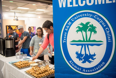 To see all the photos from this event go to: https://islanduniversity.smugmug.com/Events/Events-By-Year/2017/050317-Books-and-Bagels