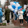 Record-Eagle/Douglas Tesner<br /> Amanda Hilt, volunteer coordinator, holding balloons, leads the way during a barefoot walk in Traverse City to raise awareness about the need for donated shoes. United Way of Northwest Michigan is hosting a shoe drive that ends today.