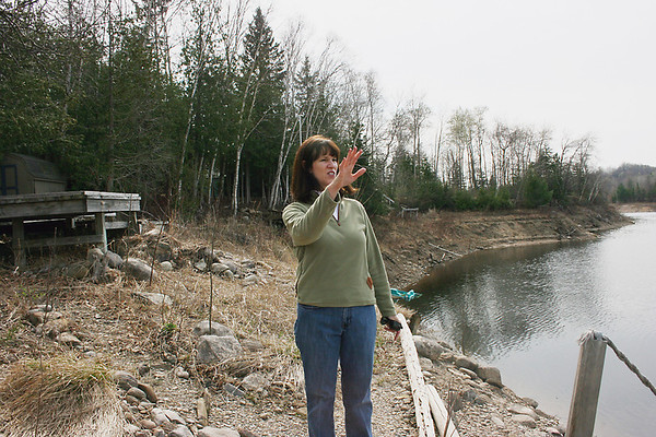 Record-Eagle/Loraine Anderson<br /> Boardman Pond resident Barbara Wright talks about the drawdown effects on her property.