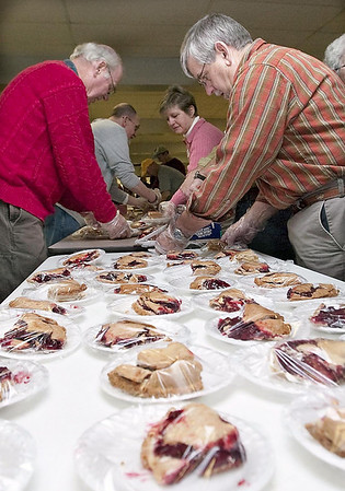 Record-Eagle/Douglas Tesner<br /> Dennis Golec and other volunteers sort slices of pie that will be given out during the Community Christmas Dinner Program in Traverse City.