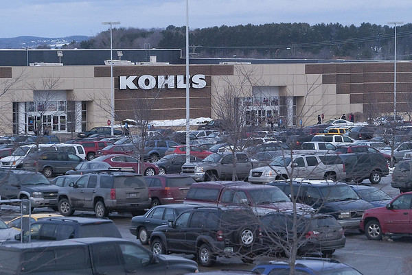 Record-Eagle/Douglas Tesner<br /> Shopping center parking lots across the area, like this one at Kohl's in Traverse City, were jammed full of vehicles on Saturday as shoppers picked up last-minute Christmas gifts as the holiday approaches.
