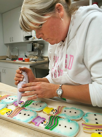 Record-Eagle/Douglas Tesner<br /> Jodi Biswanger decorates the final Christmas cookies of the holiday season at Potter's Fine Pastries on Eight Street in Traverse City. According to Biswanger, the bakery staff made and decorated thousands of cookies this year.