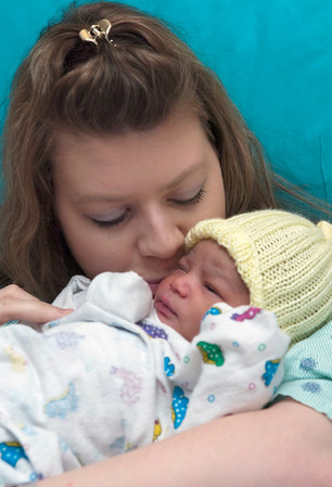 Record-Eagle/Douglas Tesner<br /> Shardae Frye looks at her son who was the last baby born at Munson Medical Center before the new year.