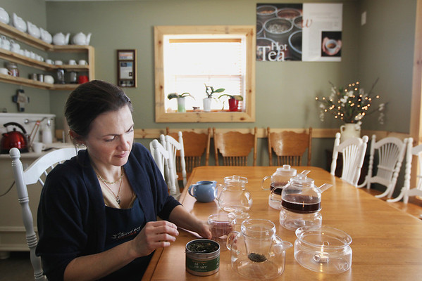 Record-Eagle/Keith King<br /> Angela Macke, registered nurse and owner of Light of Day Organic Teas, prepares tea.