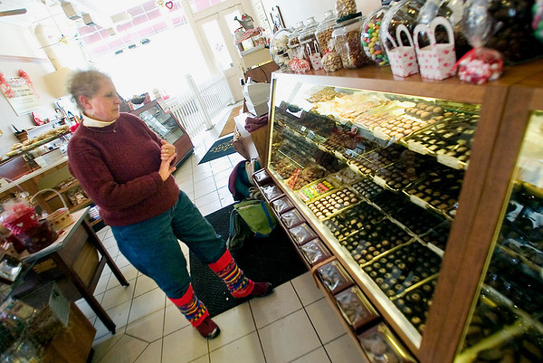 "Record-Eagle/Jan-Michael Stump<br /> Barbara Disborough shops for chocolates in Kilwin's in downtown Traverse City for a group tasting promoting her new book, ""Guide to Chocolate in the Grand Traverse Region."""