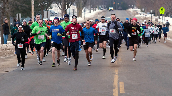 Record-Eagle/Douglas Tesner<br /> Runners travel down Eastern Avenue as they take part in the annual Frozen Foot Race, sponsored by Traverse City Track Club and Running Fit.