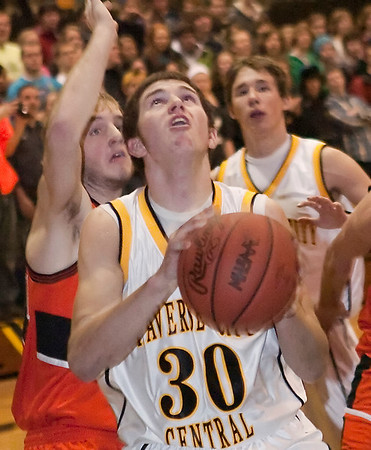 Record-Eagle/Douglas Tesner<br /> Dylan Roe eyes the basket during Tuesdays non-league game with Ludington.