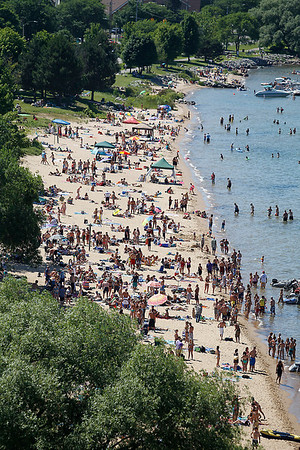 Record-Eagle/Jan-Michael Stump<br /> Boaters and beach goers crowd West End Beach during the Cherry Festival.