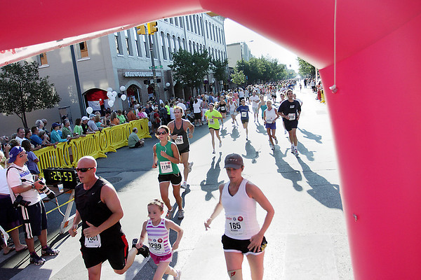 Record-Eagle/Keith King<br /> Runners travel along Front Street toward the Festival of Races finish line Saturday.