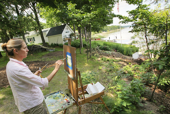 Record-Eagle/Keith King<br /> Angela Saxon, of Traverse City, works on an oil painting at a picnic area between M-22 and West Grand Traverse Bay in Leelanau County. Saxon, along with other artists, will have some of her Leelanau County landscape paintings exhibited Aug. 19, 20 and 21 at the Old Art Building in Leland.