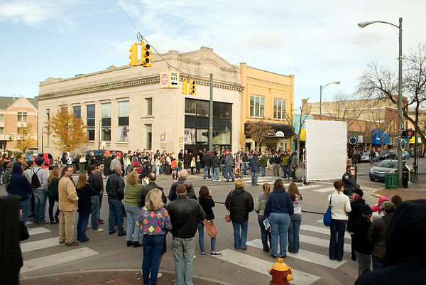 "Record-Eagle file photo/Jan-Michael Stump<br /> Crowds line the intersection of Cass and Front Streets to watch filming for ""A Year in Mooring,"" an independent film, in Traverse City."