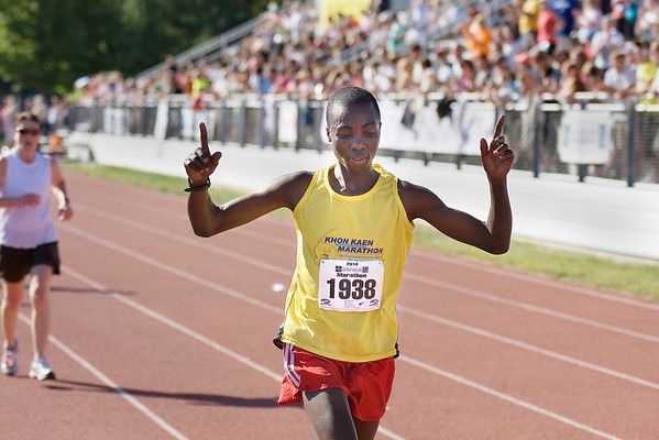Record-Eagle/ Keith King<br /> Hillary Cheruiyot, of Minneapolis, runs toward the finish line to win first in the men's division of the Traverse City State Bank Bayshore Marath on Saturday.