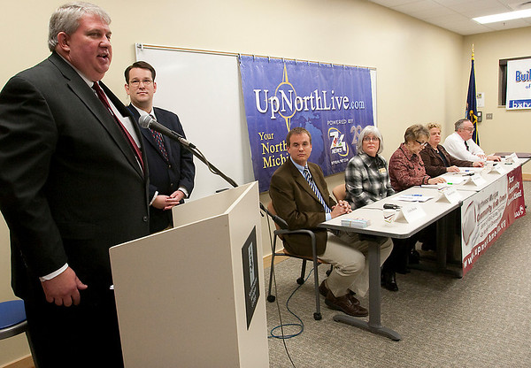 Record-Eagle/Douglas Tesner<br /> Doug DeYoung, of the Traverse City Area Chamber of Commerce, gives the inroduction at a forum at the Olsen Center for candidates for the Traverse City Commission.