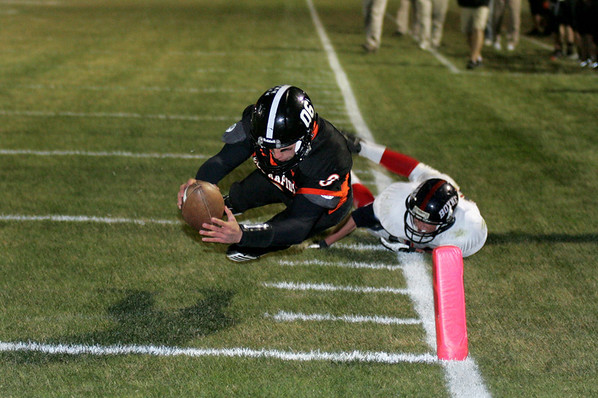 Record-Eagle/Keith King<br /> Elk Rapids quarterback Derek Sentieri dives for a 19-yard touchdown in the third quarter against Boyne City.