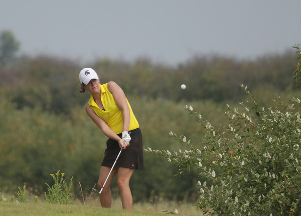 Record-Eagle/Keith King<br /> Traverse City Central's Amelia Pezzetti chips the ball Wednesday, August 21, 2013 during the Lober Classic at the Grand Traverse Resort and Spa in Acme.