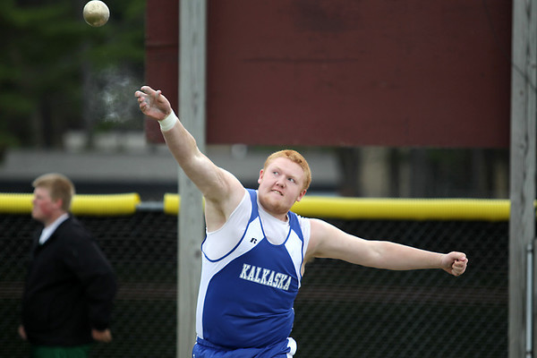 Record-Eagle/Keith King<br /> Kalkaska's Dylan Henderson competes in the shot put to East Kentwood's Ninio Diarrassouba..