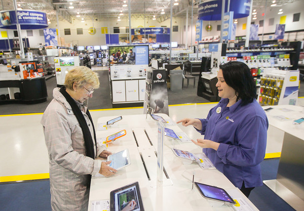 Record-Eagle/Keith King<br /> Ann Knapp, left, of Alden, is assisted Tuesday, November 26, 2013 by Anne Cole, employee, at Best Buy in Traverse City.