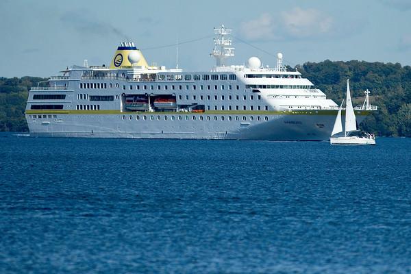 BAY CRUISE SHIPS