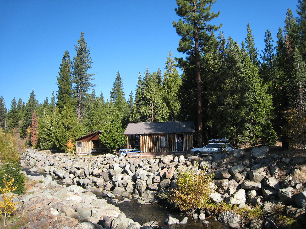 Here's our cabin.  Right on the river... Truckee river?  Dunno... but I saw a few fish when I glanced into the river when crossing the bridge.