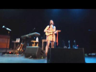 "Ingrid Michaelson Singing Cover of ""Umbrella"""