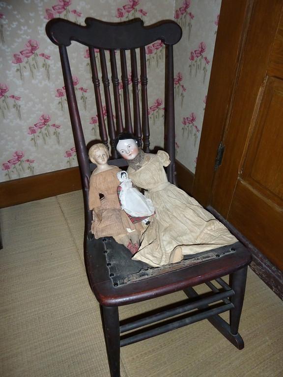 Dolls in his daughter's bedroom