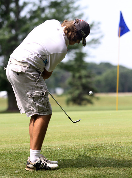 Hunter Koch chips on to the green during the Saginaw District Golf Association Tournament qualifier Sunday at Green Acres Golf Course, Bridgeport.