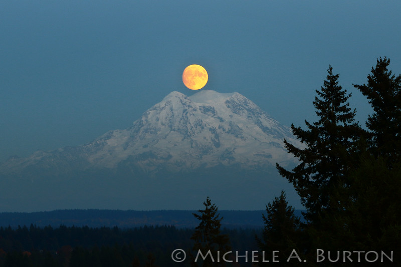 Moon_Mt_Rainier_0002_LH0A1016