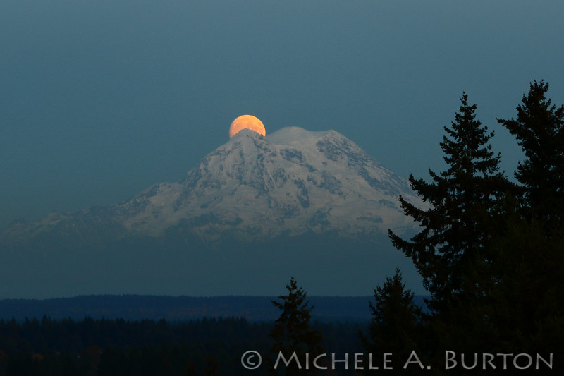 Moon_Mt_Rainier_0001_LH0A0995