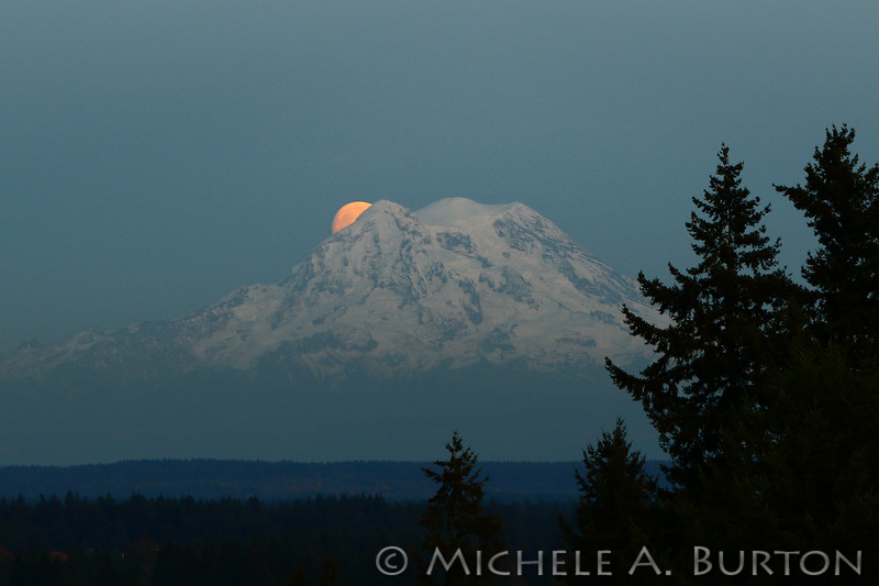 Moon_Mt_Rainier_0000_LH0A0987