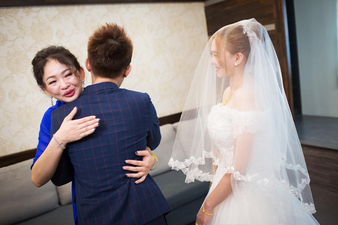"""""""婚攝,紀錄,婚禮攝影,活動中心,夫妻,情侶,跳舞,龍鳳掛,氣質,情感,乾燥花,三花貓手作花飾,"""