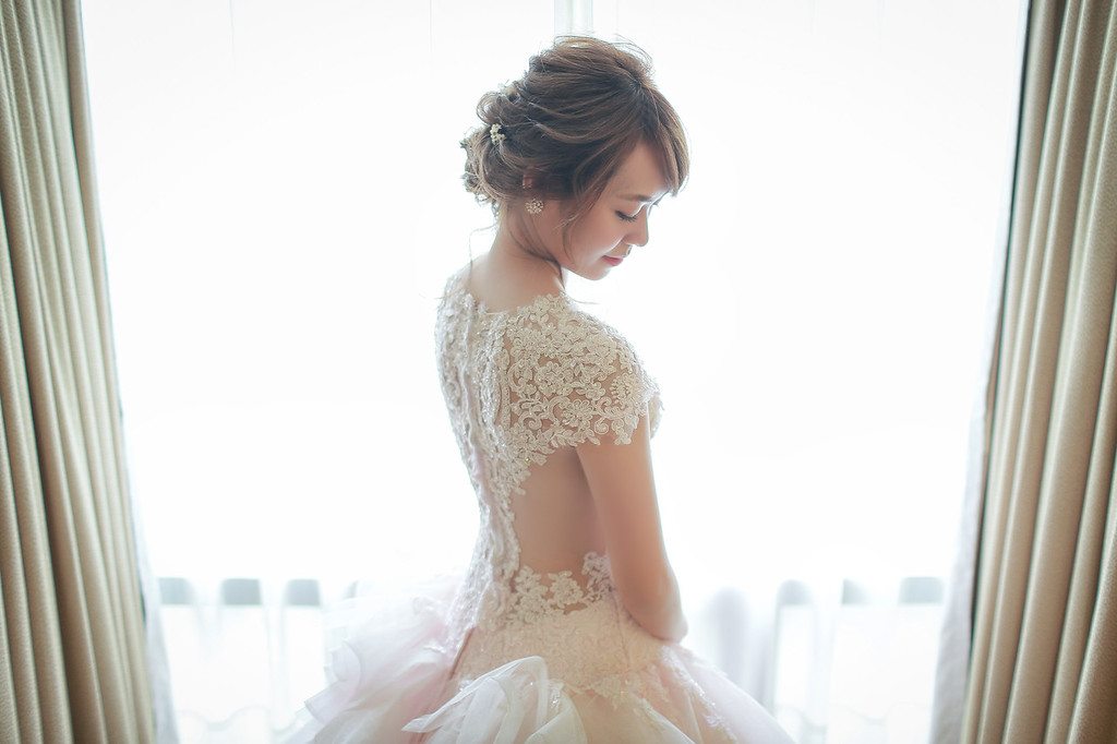 厚片,新娘,禮服,挑選,攻略,方法,修飾,技巧,束腰,nubra,心得,婚紗,婚禮紀錄,攝影師,孝威,婚攝,手臂,減肥,新秘,胖新娘,選禮服