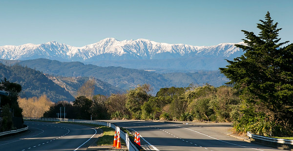 20160911 Tararuas from Hutt Motorway _MG_0940 a b