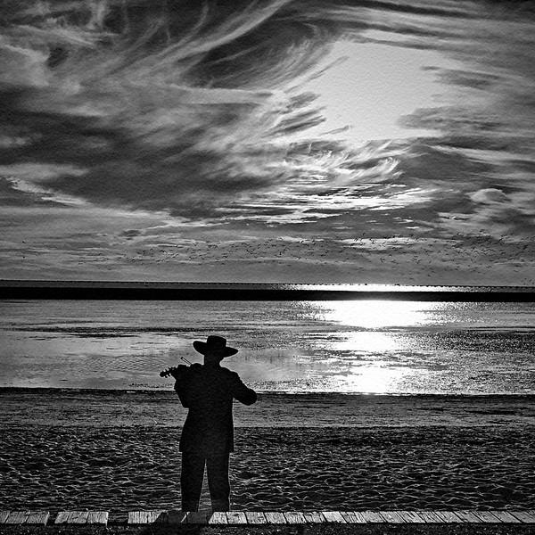 Aubrey_Guthrie_Fiddler On The Beach
