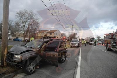 West Babylon F.D. MVA w/ Fuel Spill  Sunrise Hwy. and N. Putnam Ave. 12/17/18