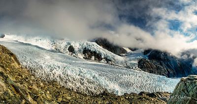 Looking over the edge to Franz Josef Glacier below and the mountains beyond