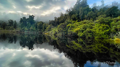 Lake Mapourika in the early morning mist