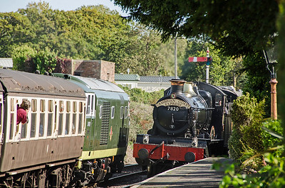 D7017 and 7820 'Dinmore Manor' at Blue Anchor