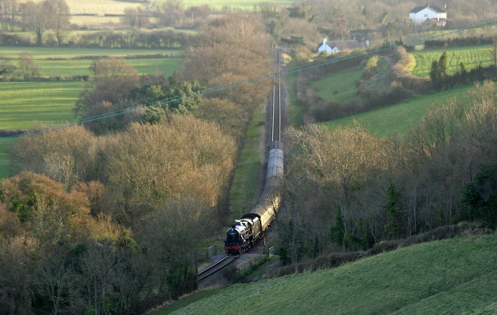 45231, 16.55 Minehead-Bishops Lydeard, Kentsford Farm Crossing, near Watchet, 26-3-09.