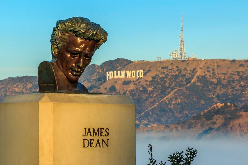 CA-LOS ANGELES-JAMES DEAN STATUE