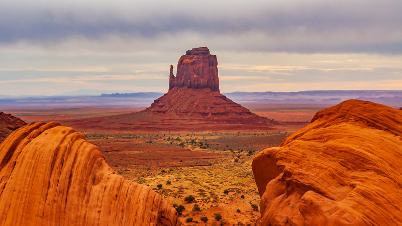 AZ-MONUMENT VALLEY-LEFT MITTEN