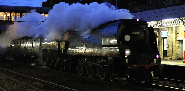 34067 Tangmere, 5Z67, Lancaster, Tues 12 January 2010 - 1633.     After a busy spell in the south east, Tangmere and its support coach head for Carnforth Steamtown for maintenance.