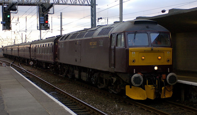 47854, 1Z62, Carnforth, Sat 18 March 2006 - 1754.  47854 with 57601 on the rear replaced 48151 for the return leg of the Cumbrian Dalesman, and are seen setting off to Leeds.