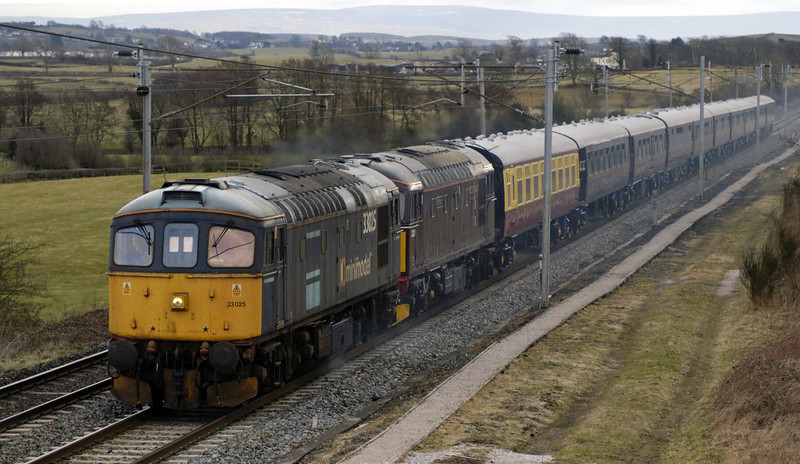 33025 & 33207 Jim Martin, 5Z33, Milnthorpe, Mon 20 March 2006 - 1523.  The Cromptons take the Royal Scotsman stock from Carnforth to Bo'ness at the start of the season.