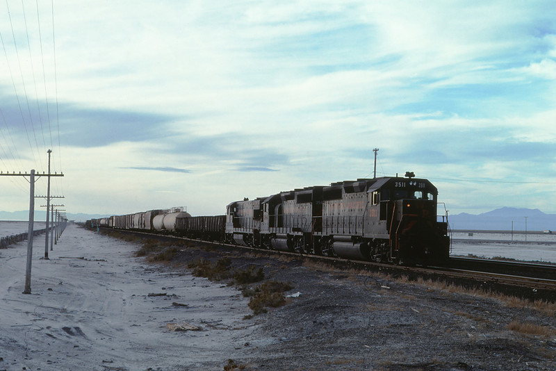 WPRR 61 - Nov 6 1976 - eastbound train @ knolls UT