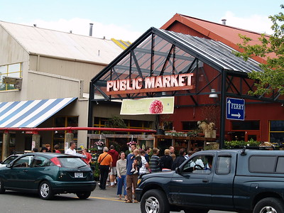 The Public Market is filled with local businesses that sells meats, fish, vegetables and fruits as well as cut flowers, speciality food stalls and one shop devoted entirely to teas. Locals and visitors alike cram the market every day (2006).