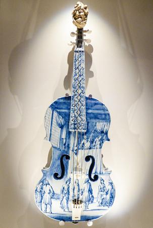 Amsterdam Rijksmuseum - Porcelain violin