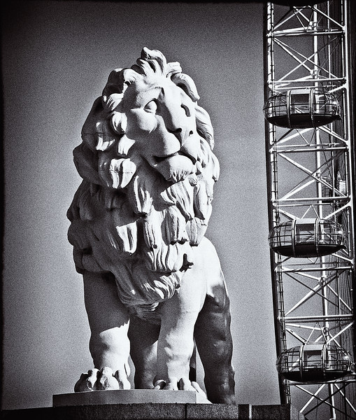 Stone Lion and the London Eye