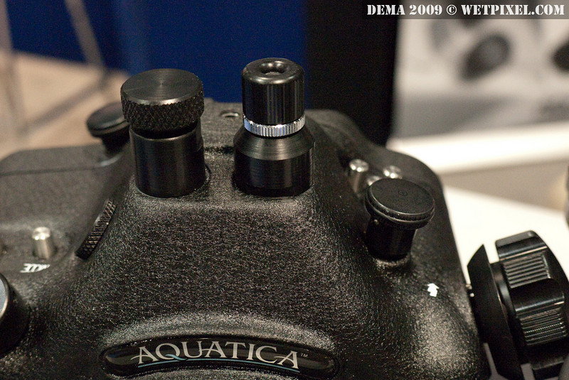 Fiber optic bulkhead on Aquatica AD300s housing for Nikon D300s