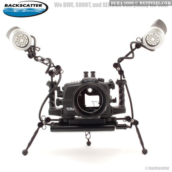 XIT 404 custom tripod mount allows you to use new 5D-MKII Sea & Sea, Subal, Iklite and Aquatica housings with the new Light & Motion LED lights to capture stunning video. Use with ULCS balls and arms.